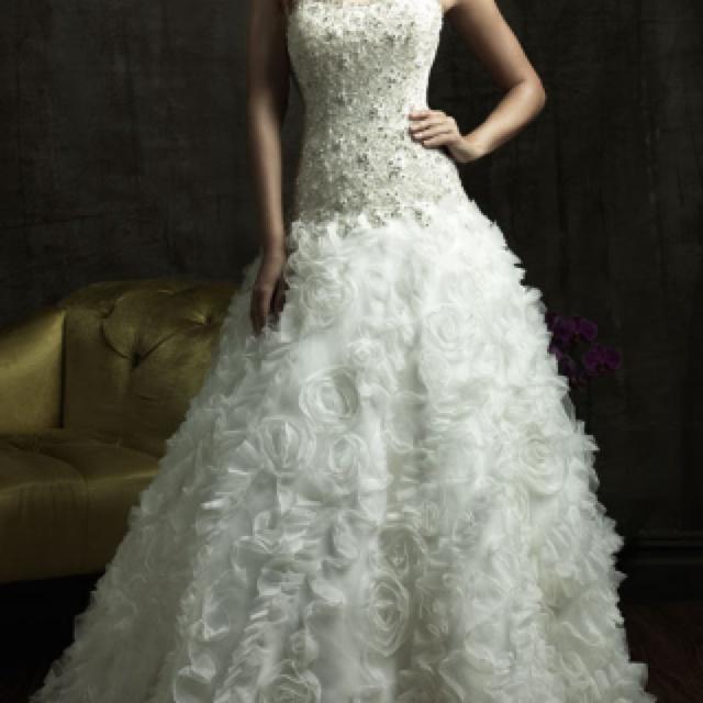 Love the bottom: Dresses Wedding, Wedding Dressses, Ball Gowns, Organza Wedding Dresses, Princesses Wedding Dresses, Strapless Wedding Dresses, Allure Bridal, Wedding Dresses Style, Ruffles