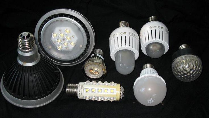 Lager LED #belysning Rum anvendt til lager af forskellige produkter kræver lager belysning. For at trucks og medarbejdere kan færdes uden besvær, kræver det endda god lager belysning.   #led #lager #rør #pærer