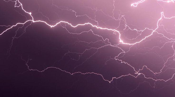 Météo France a placé en alerte orange aux orages cinq départements du nord de la France, le 5 juin 2015.   PASCAL POCHARD CASABIANCA / AFP