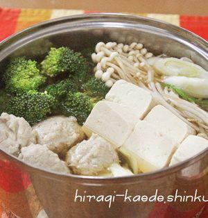 ふわふわ♪すりおろしれんこん鶏団子×PREMIUMちゃんこ鍋、〆は卵雑炊で♪   by shinkuさん : れんこんのすりおろしや、刻みネギなどを混ぜた鶏団子をメインに、市販のちゃんこ鍋スープで作るお鍋です。キャベツ、ネギ、ブロッコリーなどを入れて召し上がれ。