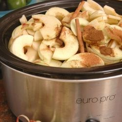 Apple Butter - its healthy and tastes amazing, but also involves almost no work in your crock pot: Crockpot Apple Butter, Butter Crockpot, Food, Baked Apples In Crockpot, Crockpot Recipes, You, Crock Pot Recipes, Applebutter In Crockpot, Crockpot Applebutter Recipe
