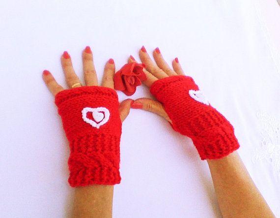 Valentine gloves Hand Knit gloves Red mittens by HandmadeTrend