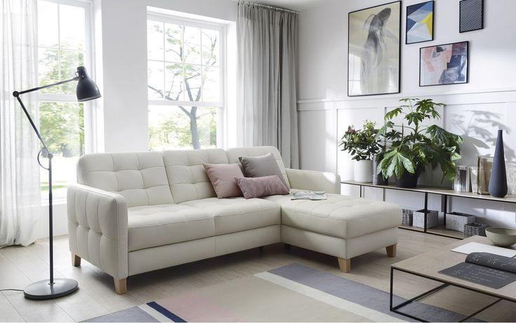 A może narożnik w jasnym obiciu? Dzięki temu wprowadzisz do salonu świeżość, lekkość i odrobinę skandynawskiego klimatu? #galaprimo #galacollezione #dosalonu #inspiracje #inspiration #design #interiordesign #furnituredesign #sofadesign #meble