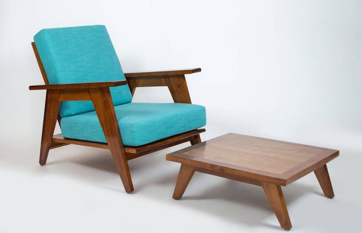 Armchair with Ottoman Crafted from Mahogany image 3
