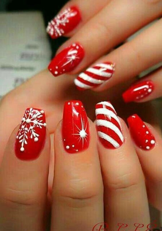 35 Bright and Awesome CHRISTMAS NAILS Art Design and Ideas