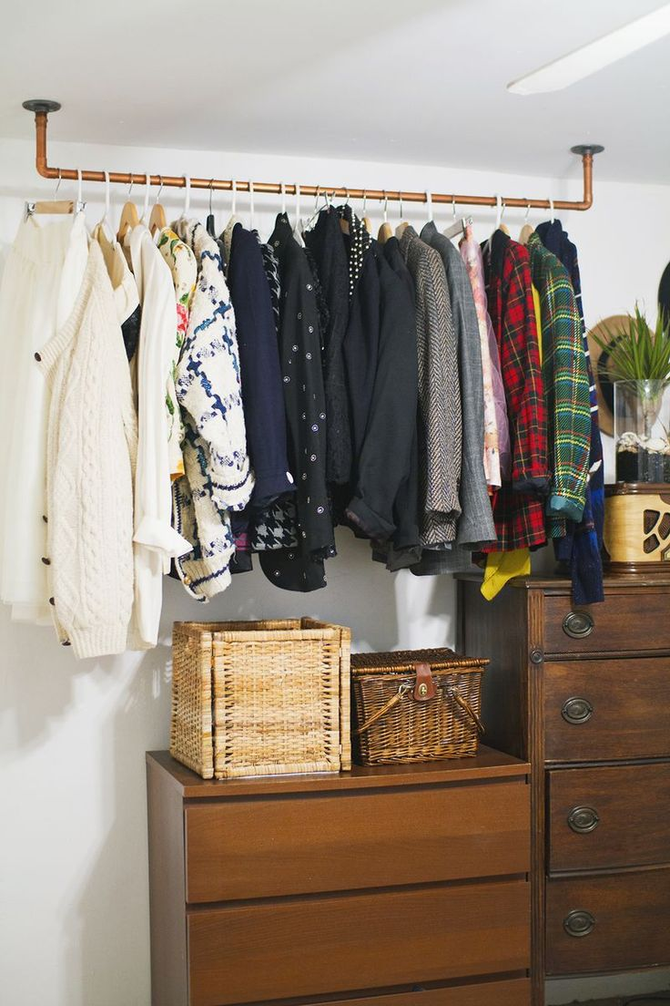 Hanging Copper Pipe Clothing Rack DIY I like this idea for our spare room, for our coats and for guest clothing...since there's no closet.