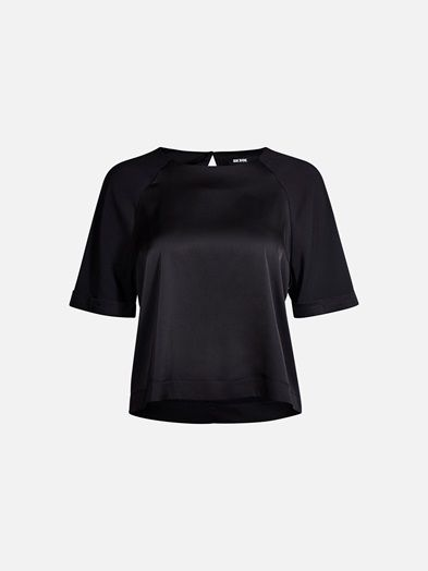 Short sleeve satin crop blouse in a boxy fit. Small button in the back neck.  Musta