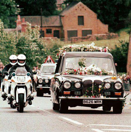 princess diana funeral photos   Princess Diana's funeral cortege in 1997. Some ascribe miraculous ...