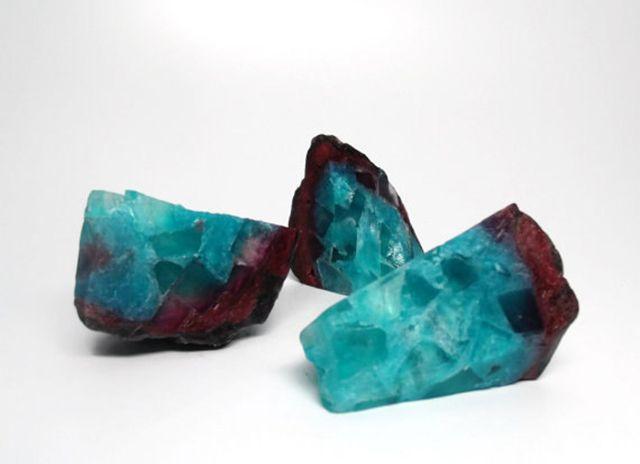 これは美しい結晶「天然石な石鹸」が不思議なパワーを秘めてそう:DDN JAPAN japan.digitaldj-network.com