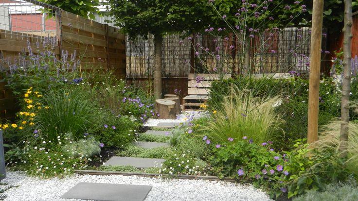 Ook in een kleine tuin kan veel plek zijn voor mooie bloeiende planten!