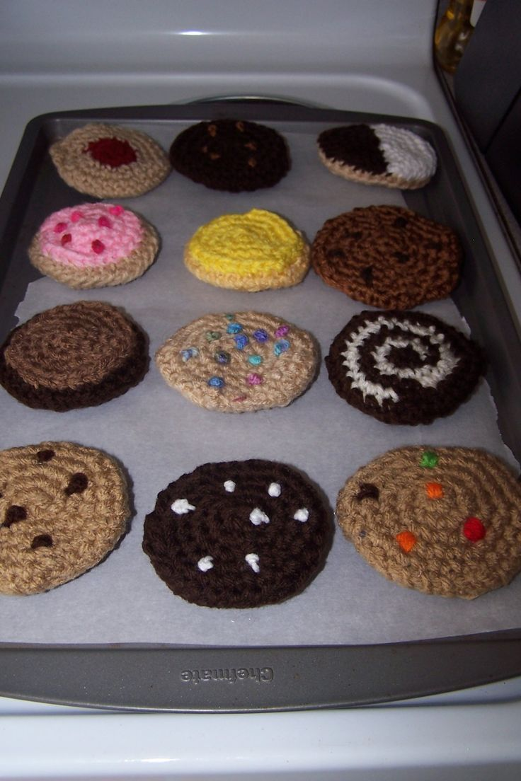 Start with the basic crochet pattern and tweak it to create a dozen different types of cookies perfect as play food for kids.  Crochet chocolate chip cookies, jam cookies, frosted cookies, and more.