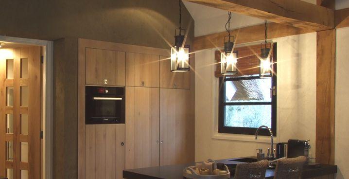 EVE-architecten - Sfeervolle keuken met werkeiland te Nijverdal