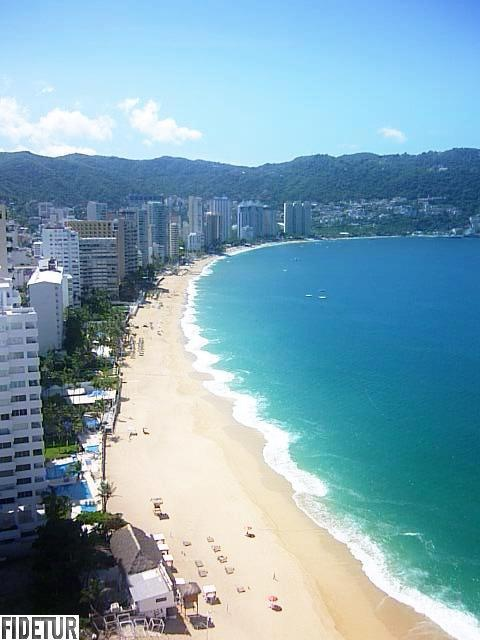El mar celeste besa las playas de #Acapulco. Los mejores #hoteles de la costa del #PacificoMexicano se encuentran en esta ciudad llena de atractivos inigualables.