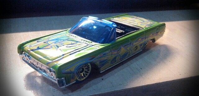 Convertible 1/64 lincoln continental. Hot wheels