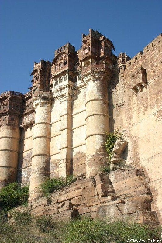 断崖絶壁に建てられたメヘラーンガル城砦。インド 観光・旅行の見所!