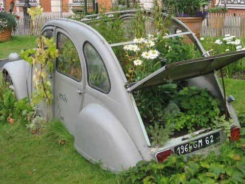 The French flower garden... • Citroen 2CV