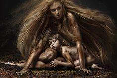 No se puede abordar la cuestión del alma femenina moldeando a la mujer de manera que se adapte a una forma más aceptable según la definición de la cultura que la ignora, y tampoco se puede dobleg...