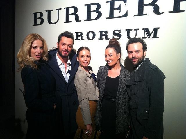 #Burberry - Burcu Esmersoy,Oben Budak,Murat Boz ve şıklığında pay sahibi sevgilisi Eliz Sakuçoğlu #fashion #photography #moda #model #style #sexy #photo #dress #love