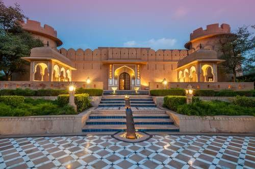 The Oberoi Rajvilas Jaipur - L'établissement The Oberoi Rajvilas Jaipur propose un hébergement 5 étoiles unique dans la ville de Jaipur. Situé au cœur d'une magnifique végétation, cet établissement de luxe possède une piscine, 3 restaurants et un parking gratuit sur place. Adresse The Oberoi Rajvilas Jaipur: Goner Road 302031 Jaipur