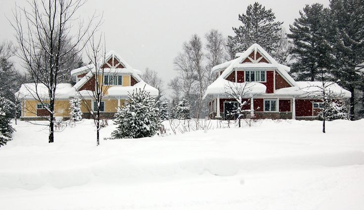 During the winter enjoy excellent activities such as cross country and downhill skiing, skating, snowmobiling or ice fishing. A new year-round 9 person hot tub is now available.