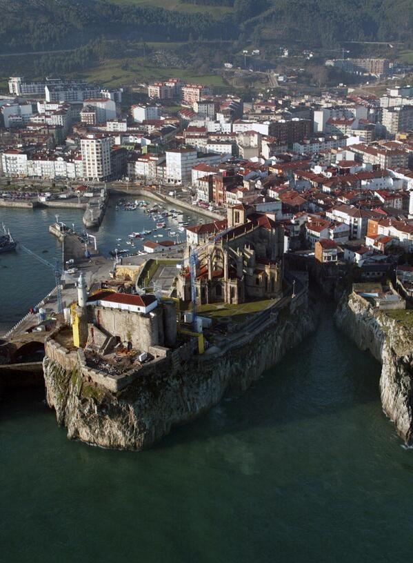 Puerto de Castro Urdiales, Cantabria, España.