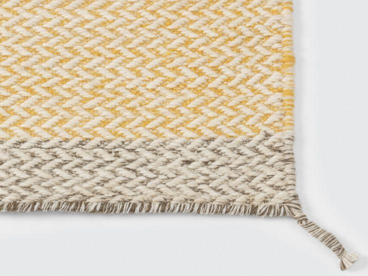 teppe i gult