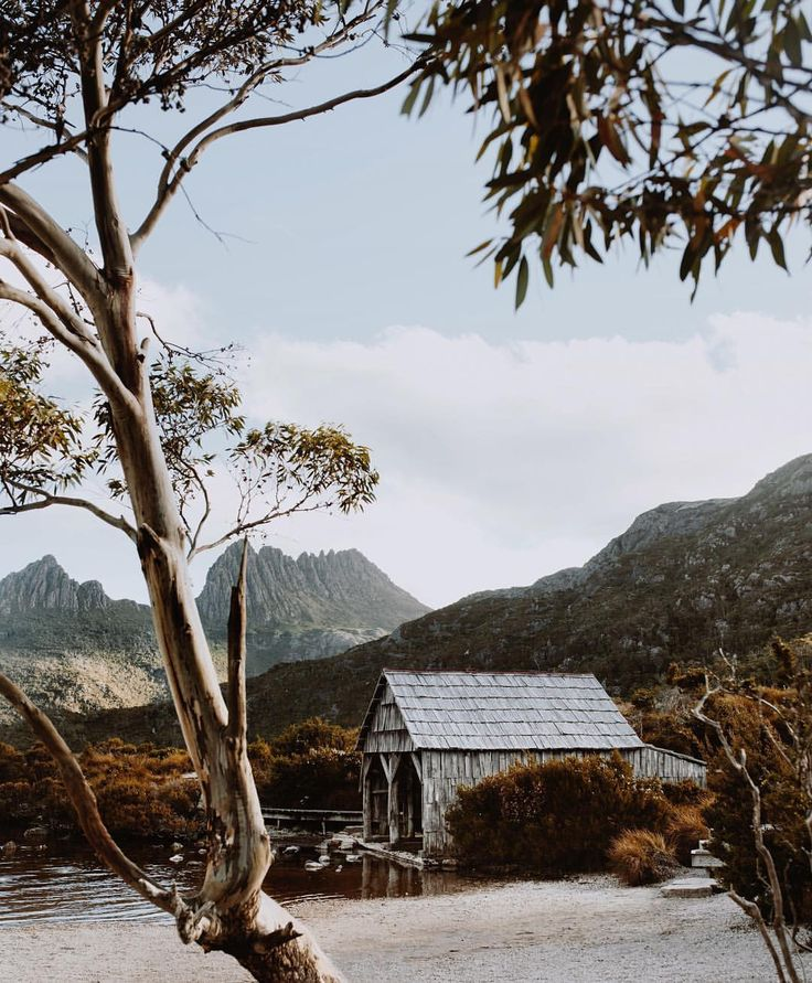 "352 Likes, 16 Comments - Emma McEvoy  (@e_mcevoy) on Instagram: ""That famous little boathouse on Dove Lake """