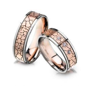 Modele verighete CORIOLAN V610B    Verighete din aur roz si aur alb      Latime: 6.60 mm (min 4.6 mm - max 8.6 mm)     Carate diamante: 0.075 Ct     Greutate aprox.: 14.3 gr/pereche     Timp de livrare: 2 saptamani  Pret: 4050 - 4850 RON  Pretul este pentru o pereche de verighete din aur 14K cu diamant si este variabil in functie de marimi. Modelul poate fi comandat pe culorile dorite, deasemenea si in aur de 18K.