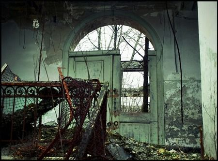 20 examples of Urban Decay photography.  Digital Photography School