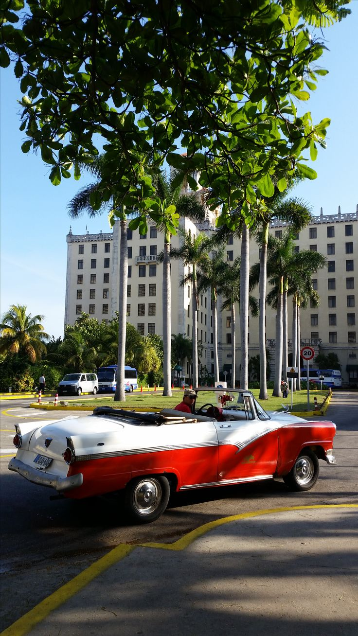 American Vintage Car at the front of the Hotel Nacional in Havana, Cuba. This is one of the most classical and emblematic hotel in Havana, Cuba. http://www.cubasun.net/hotel_nacional_de_cuba_havana.html