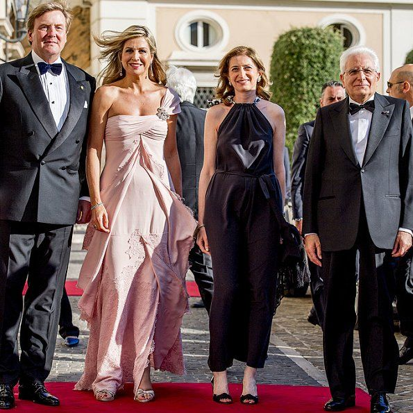 In the evening of June 21, King Willem-Alexander, Queen Maxima, Princess Christina (youngest sister of former Queen Beatrix), Prince Jaime, Princess Viktoria de Bourbon de Parme, President Mr. Sergio Mattarella and Mrs Laura Mattarella (Daughter of the President) attended a concert held at the Colonna Palace (Palazzo Colonna) in Rome, Italy. The concert took place by the Violinist Janine Jansen.
