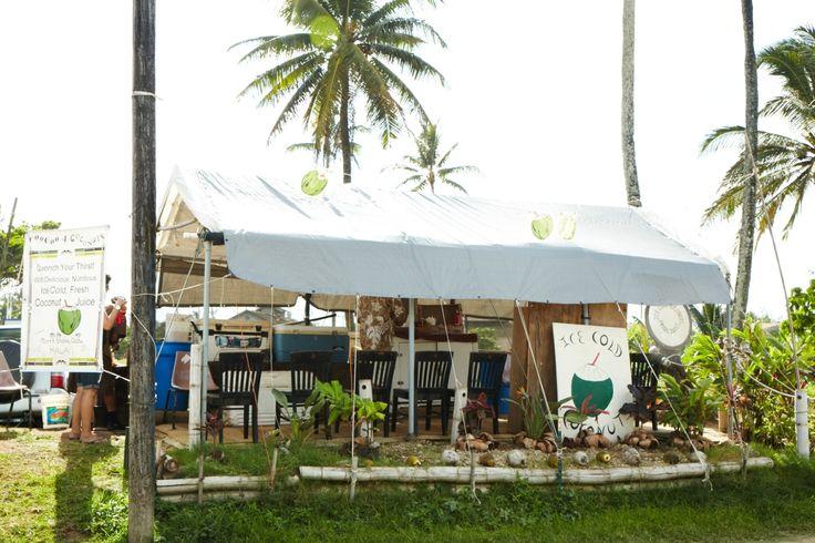 近くにはココナッツジュースの屋台もあります。