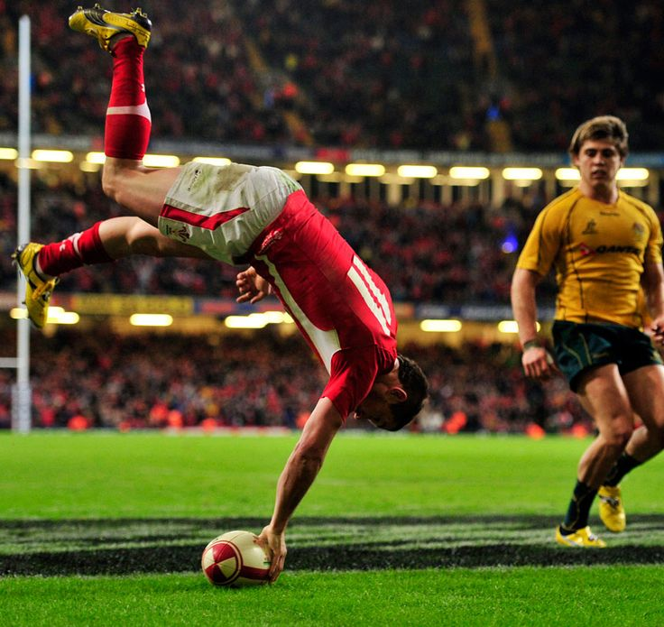 Shane Williams celebrates his last try for Wales in his last minute of international rugby