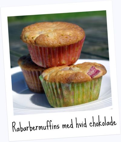 Sommerens bedste: Muffins med rabarber og hvid chokolade – Storbyfarmen.dk