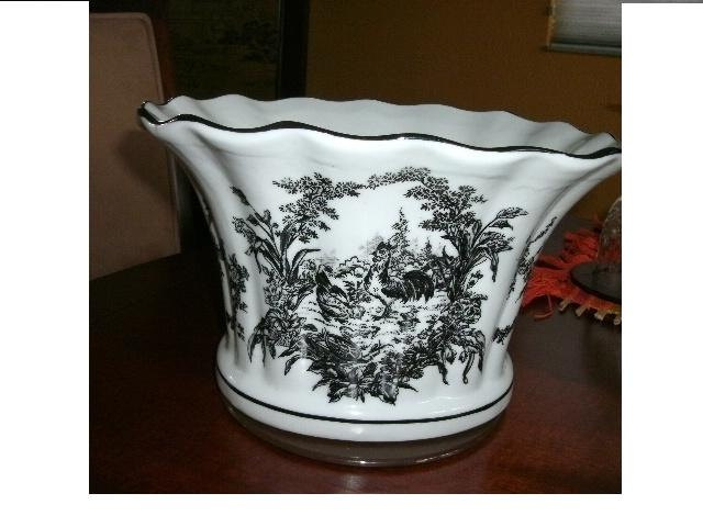 Black Toile Decorating: Country French Toile Planter