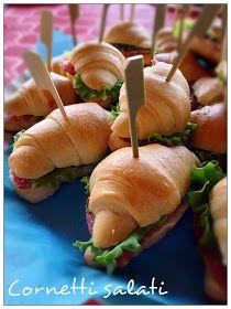 Questi cornetti non mancano mai nei miei buffet delle feste, compleanni , battesimi ecc..sono buonissimi e ogni volta i primi a finire .....