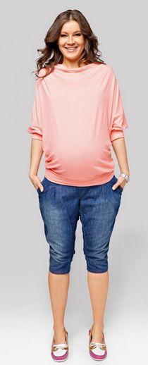Jeans Roxy  E canicula si nu vrei sa porti pantaloni lungi, iar cei scurti nu te avantajeaza? Iti propunem o solutie de mijloc: blugii Roxy. Dintr-un material placut la purtare, cu pense care ascund micile imperfectiuni si cu banda elastica ce complimenteaza burtica, blugii Roxy sunt o alternativa excelenta pentru zilele de vara.    www.joliemaman.ro