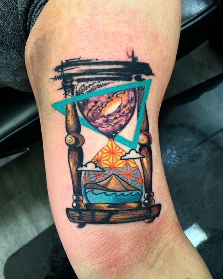 Hourglass tattoo by Casey Manteca, CA Hourglass Tattoo, Trippy, Body Art Tattoos, Tattoo Inspiration, Tangled, Old School, Tatting, Tattoo Ideas, Skull