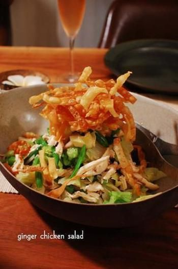 揚げワンタンと紅生姜がとてもそそるご馳走サラダです♪ サラダというよりも、これだけでメインでいけそうなくらい!