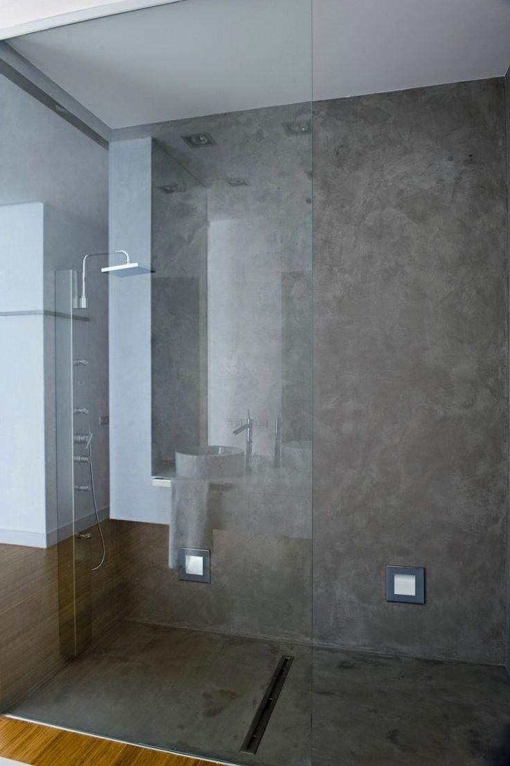 colonne hydromassante pour douche italienne et murs apsect béton gris