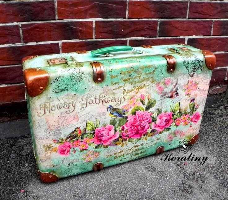 KORALINY - Pracownia i sklep decoupage: Turkusowa walizka, czyli jak uratowana walizka dostała nowe życie