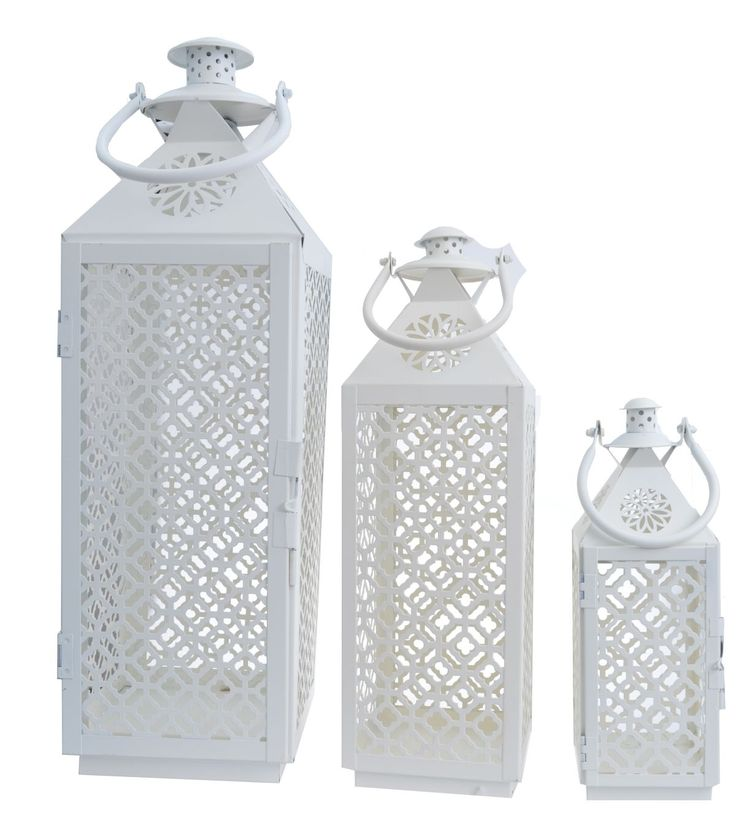 Komplet 3 metalowych latarni w kolorze kremowym, ażurowe z uchwytami. Latarnie o wysokości 60, 44 i 30 cm. Idealne do dekoracji i wystroju wnętrza w domu lub w ogrodzie. Cena dotyczy kompletu 3 szt.