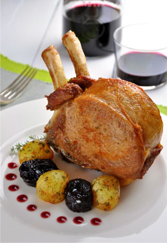 """Receta 789: Chuletas de cerdo con ciruelas pasas » 1080 Fotos de cocina - proyecto basado en el libro """"1080 recetas de cocina"""", de Simone Ortega. http://www.alianzaeditorial.es/minisites/1080/index.html"""