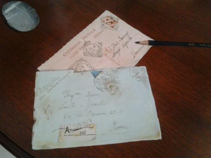 Cartoline dipinte a mano su un tavolo  http://www.lucillaegraziella.it