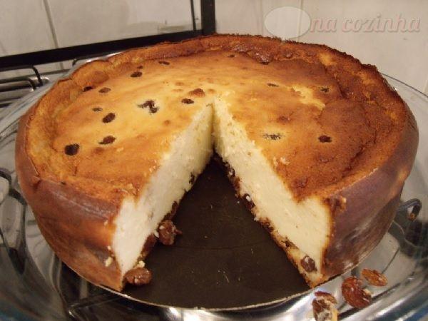 A Torta de Ricota de Liquidificador é prática, deliciosa e derrete na boca. Além disso, ela é geladinha e muito refrescante. Faça e comprove! Veja Também: