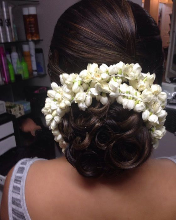 Simple and elegant hairdo with a fresh look infused | wedding inspiration | wedding ideas | wedding halls in Mumbai | wedfine.com |