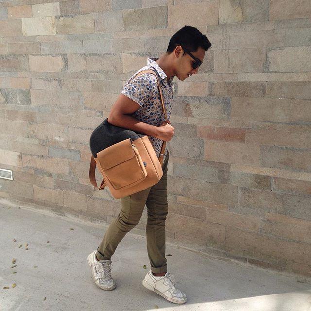 @jimyescobedo - Hoy combinando verde olivo, blanco y estampado floreado   #Style  #Menswear #Uomo #homme #Sunnies