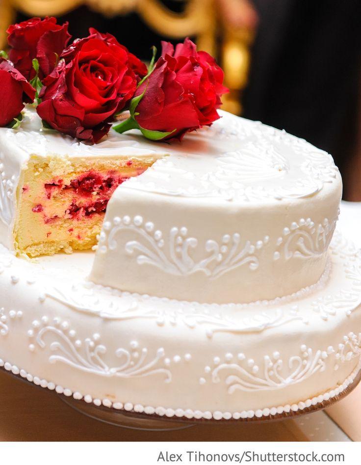Hochzeitstorte 2-stöckig mit Creme, Beerenfüllung für Hochzeit