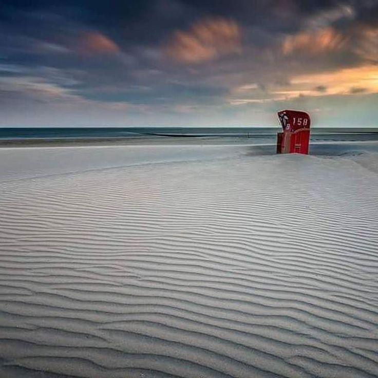 Bei dem Wetter heute wünschen wir uns doch alle einen #strandkorb und etwas #sonne. Danke @janse_photos für das tolle Bild!   Tagt Eure besten Strand- und Inselfotos mit #lanautique. Wir veröffentlichen täglich unsere Favoriten. Ahoi! ------------------------ #nordsee #ostsee #küste #meer #urlaub #insel #amrum #wangerooge #juist #borkum #rügen #fehmarn #sanktpeterording #baltrum #norderney #sylt #föhr #langeoog #sonnenuntergang #sonne #strand #möwe   #meer #mode #küste #nordsee #ostsee