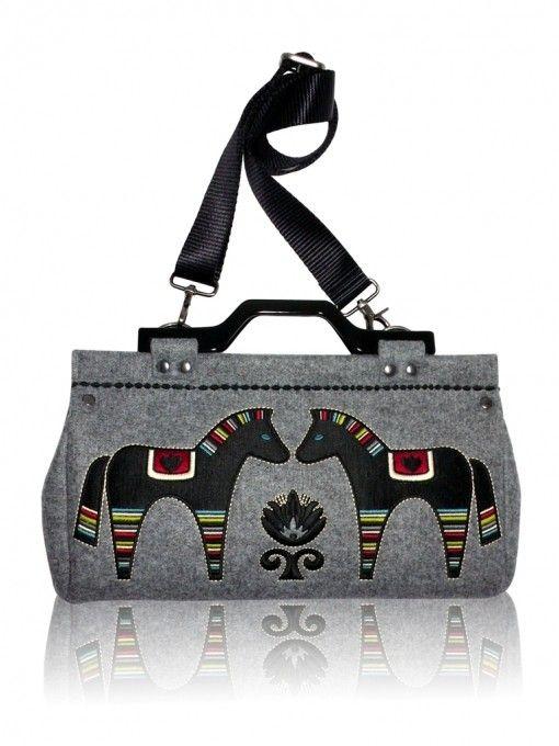 18cc1057500b9 GOSHICO torby na ramię - damskie-Filcowa torebka z haftem i odpinanym  paskiem